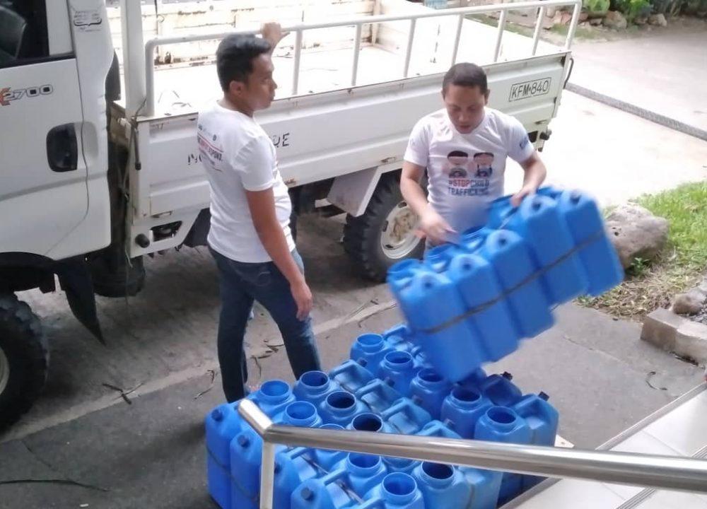 mindanaw-earthquake-response-jerry-cans